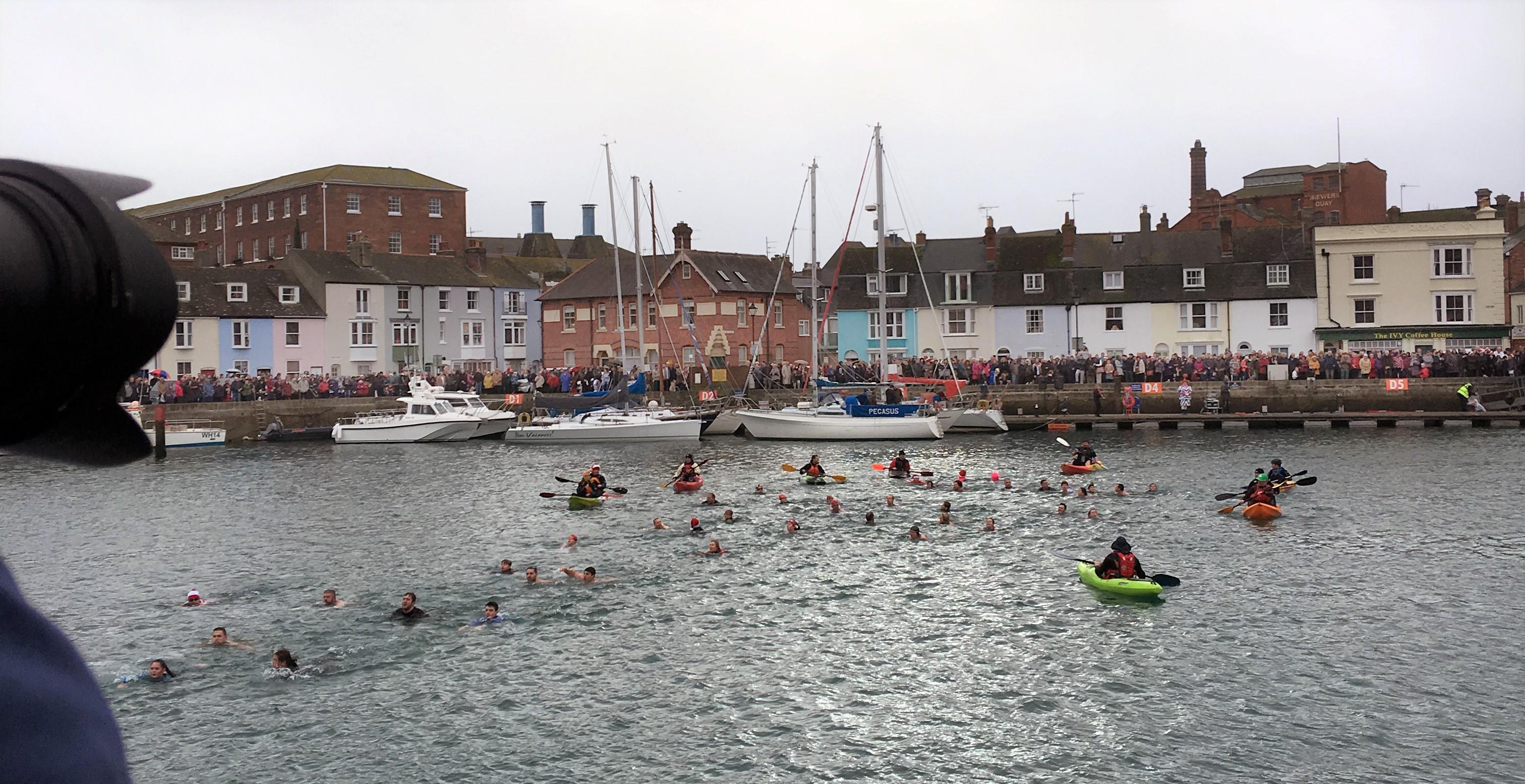 2-weymouth-christmas-harbour-swim-2016-0900-2